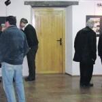 Visitantes, ayer, en la exposición de fotos antiguas de Grado