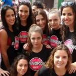 Un grupo de chicas, ayer, en plena fiesta. M. G. S.