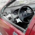 clydeUno de los coches dañados por el delincuente. FOTO CEDIDA POR LA GUARDIA CIVIL / REPRODUCCIÓN DE S. ARIAS-actua-1