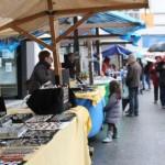 La lluvia resta ventas en el Mercado de la Seronda S. ARIAS