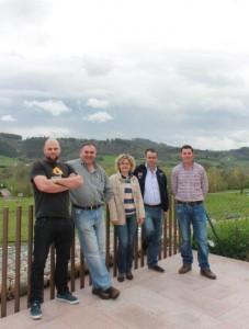 Por la izquierda, el presidente, Santiago García, y los socios Ángel Suárez, María Teresa Cuervo, Javier Fernández y José López. SARA ARIAS